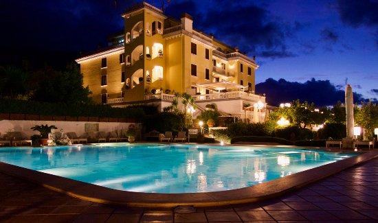 La Medusa Hotel & BoutiqueSpa: La Medusa: hotel park with pool area