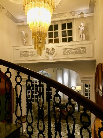 La Medusa Hotel & BoutiqueSpa: La Medusa: lobby and staircase