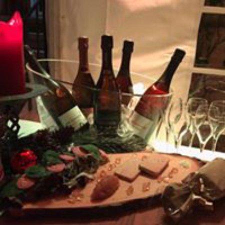 Echandens, Sveits: Planchette de foie gras maison, chutney de pommes maison, accompagnée de champagne Drappier