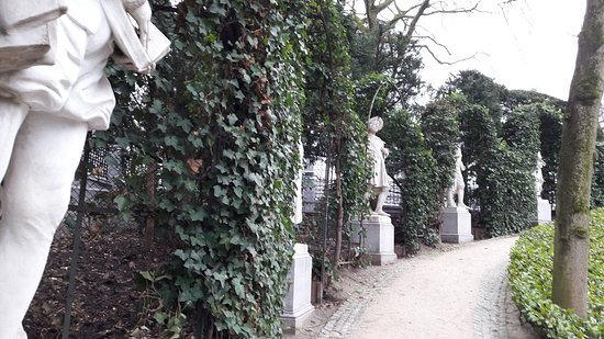 Jardin du Petit Sablon: Des statues