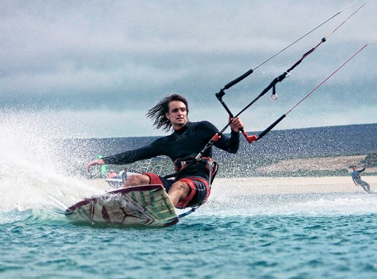 Ciudad del Cabo, Sudáfrica: We offer beginner kitesurfers the ultimate introduction to this addictive, exhilarating water sp