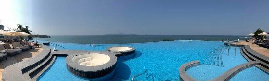 Royal Cliff Beach Hotel Photo