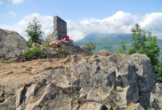 Alushta: Вершина Ай-Йори, 570м, Памятник партизанам, вид на Чатыр-Даг