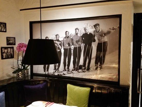Restaurant Jaegerheim: Tolle Wandbilder zieren die Wände des Restaurants