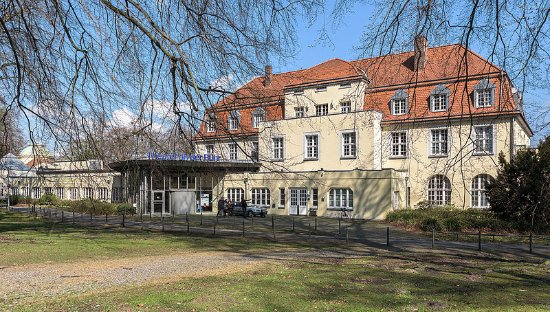Mülheim an der Ruhr, Tyskland: Spielort ist das ehem. Kurhaus im Solbad im Raffelbergpark an der Stadtgrenze Mülheims zu Duisbu