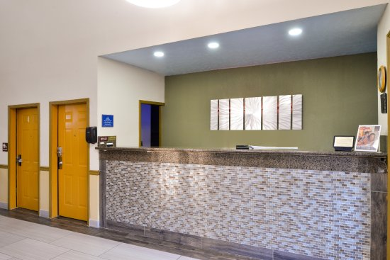 Americas Best Value Inn & Suites Clinton/Jackson: Front Desk