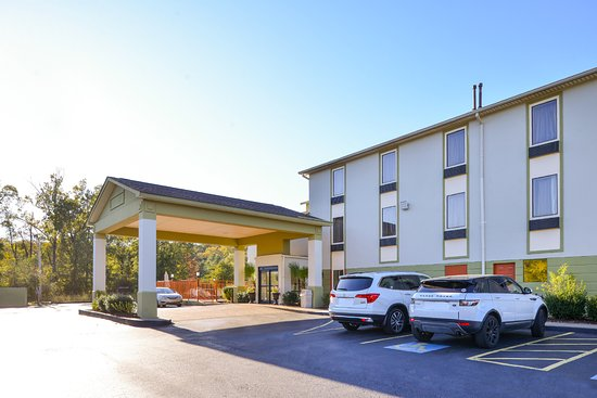 Americas Best Value Inn & Suites Clinton/Jackson: Front Exterior