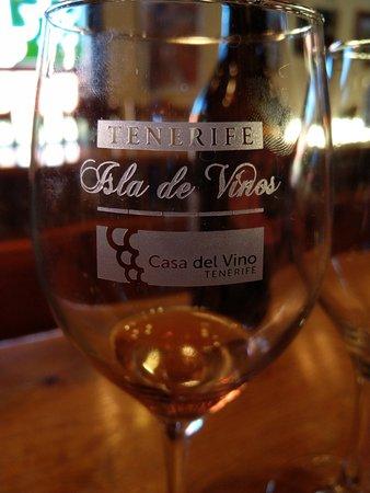 Casa Del Vino La Baranda: Sala degustazione