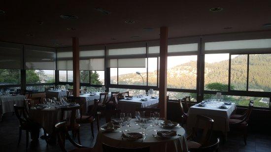 Corbera de Llobregat, Hiszpania: Jolie vue de la salle à manger