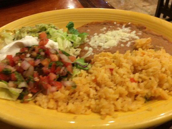 Don Pepper's Mexican Grill and Cantina: Rice, Refried beans, salsa & lettuce/sour cream, etc. accompanies the Frajita