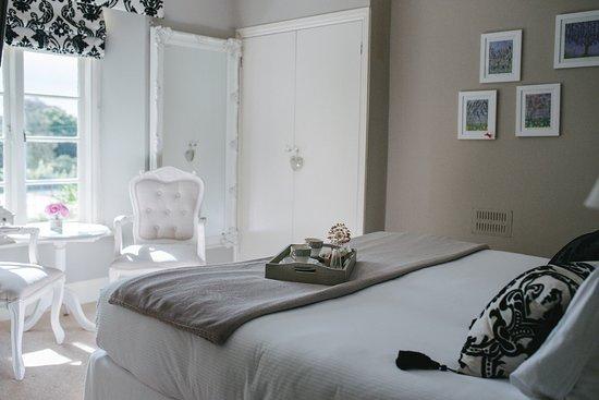 Apple Tree Bed & Breakfast: Our Scarlet Room