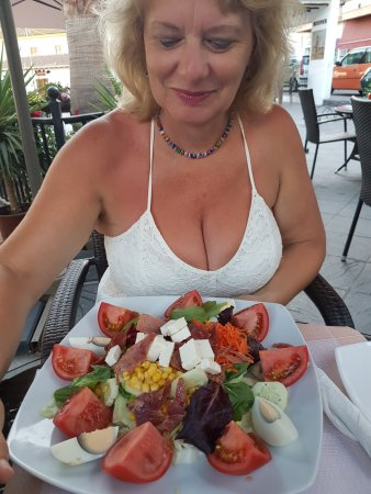 Órgiva, Spania: just a small salad she says