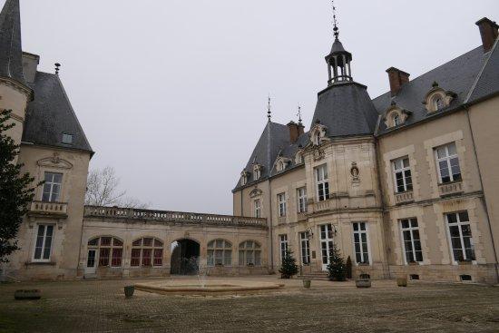 Sainte-Sabine, France: COUR INTERIEURE