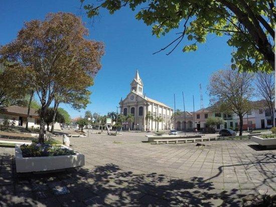 Dona Francisca - Igreja Matriz e paisagens do Interior do Munícipio na Localidade de Formoso.