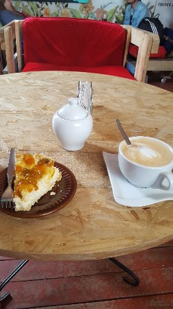 Laid back cafe with good coffee
