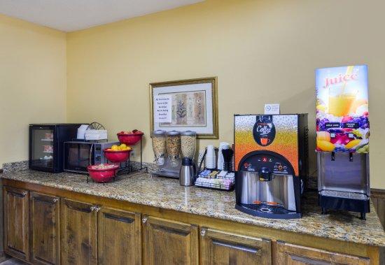 Wiggins, MS: Breakfast Area