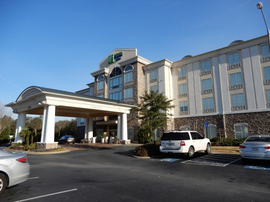 Holiday Inn Express Hotel & Suites Phenix City-Fort Benning Area: Front Entrance