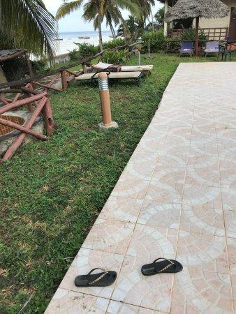 Swahili Beach Resort : transat cassé et matelat sale et en mauvais état