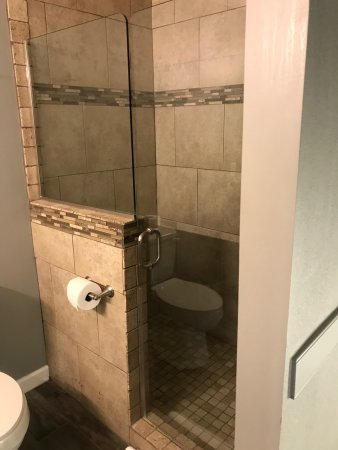 Anniston, AL: Nice tile shower