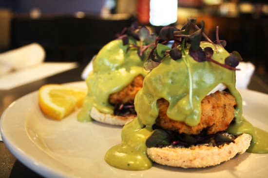 Hackberry's Bistro: Benedict Arnold, traitor to the traditional.