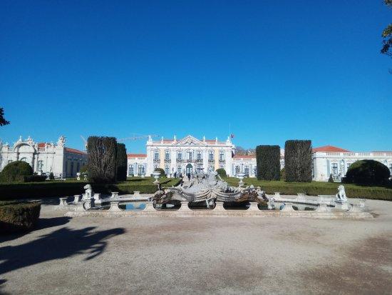 Almada, โปรตุเกส: Palácio de Queluz