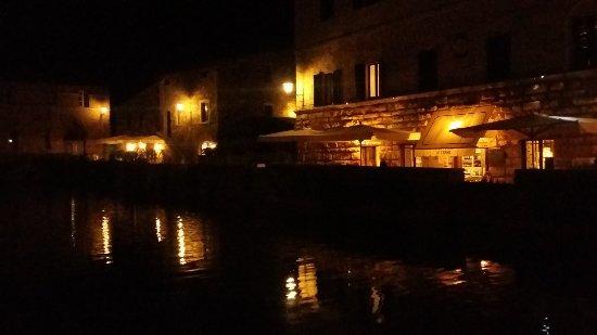 La vasca di notte foto di terme bagno vignoni bagno vignoni