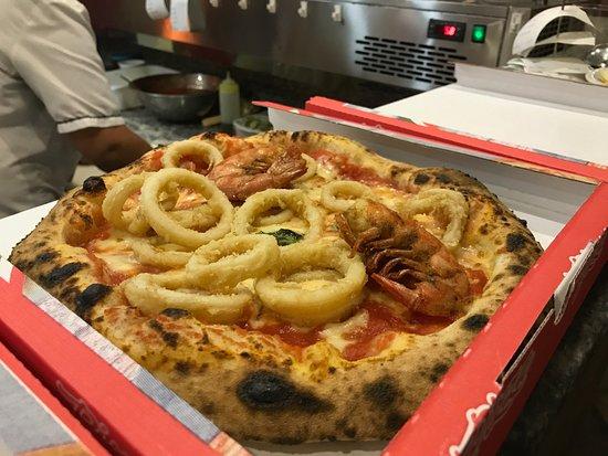 Tavagnasco, Ιταλία: Pizza al pesce fritto da asporto
