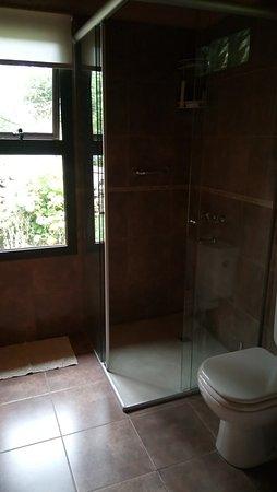Akapana Suites: El baño es lo mejor, iluminado bien decorado,impecable y la ducha es genial