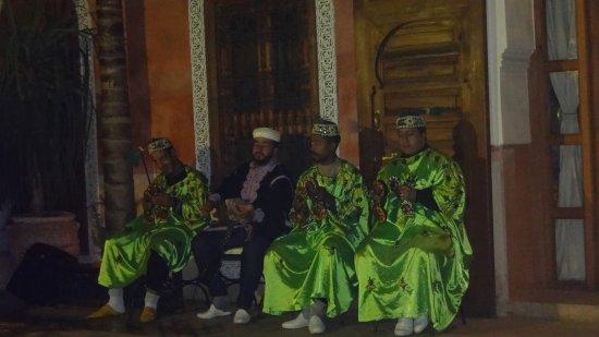 Riad Alili: Berber music show