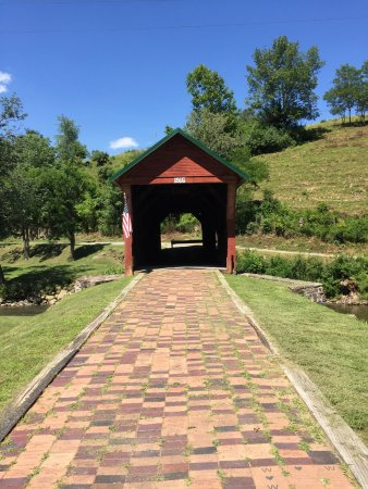 Newport, Вирджиния: Covered Bridge July