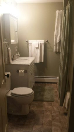 1840 Inn on the Main Bed and Breakfast: Self Sufficient Apt. bath off master bedroom (upstairs)