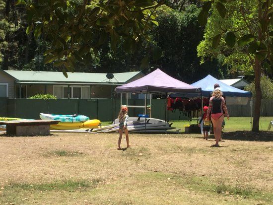 Pittwater, Australia: kayak and paddle board hire shop