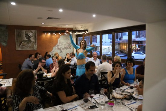 Willoughby, Australia: Belly dancer at Fattoosh