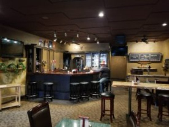 Grangeville, ID : Oscar's Lounge offers Table and Bar seating.