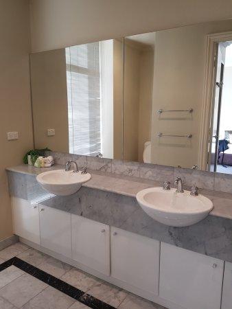 2 Bedroom Apartment Main Bathroom