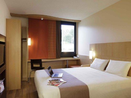 Ploumagoar, France: Guest room