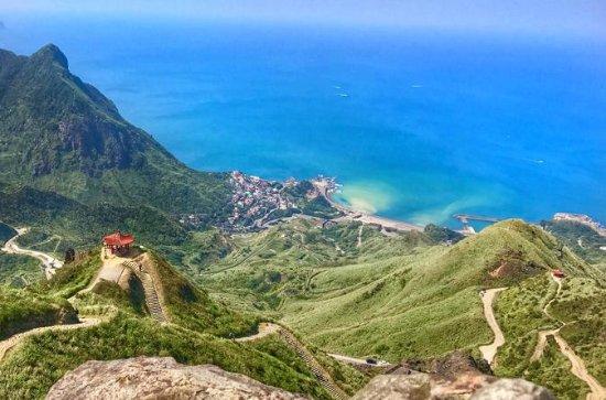 ジュイフェンで見事な風景のハイキングと台湾の伝統的なお茶