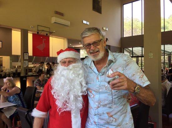 Mudjimba, Australia: christmas lunch carey with santa