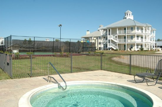Pool holiday inn club vacations piney shores resort for Piney shores resort cabine