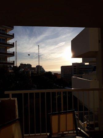Apartamentos Vistasol: Morning sun rising in side of our balcony