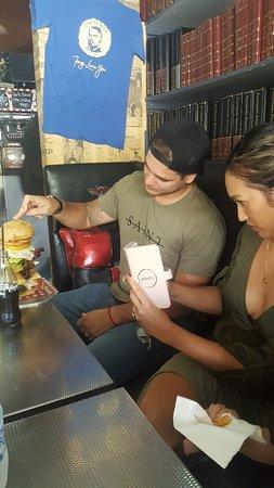 Ricks Garage: 1.1 kg burger