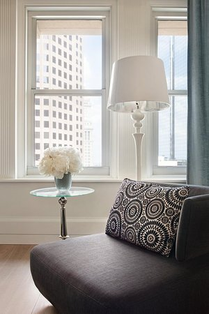 Ames Boston Hotel, Curio Collection by Hilton: Guest room