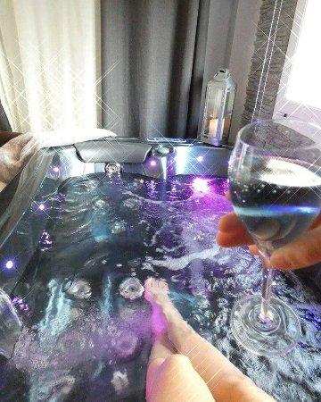 Simiane-Collongue, France : Chambre Ö Bord de l'eau