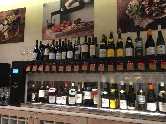 Einer der Weinschränke mit glasweiser Auswahl - Picture of EASY WINE ...