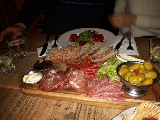 Kennington, UK: Platter