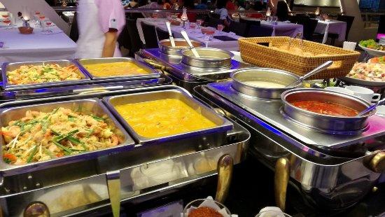 Buffet Spread תמונה של €�chao Phraya Princess Dinner