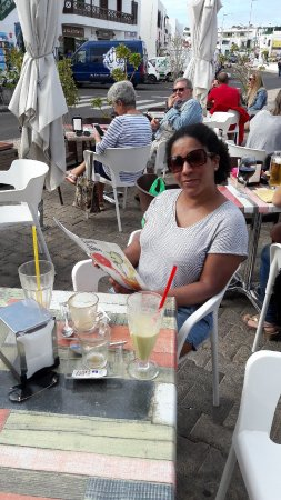 Frutteria Zumeria Santo Zumo : Heerlijke smoothies, chagrijnige bediening