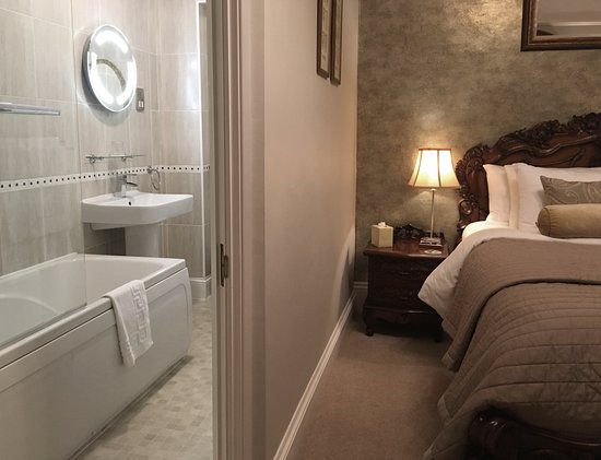 Highcliffe House: Myrtleberry with gorgeous ensuite bathroom