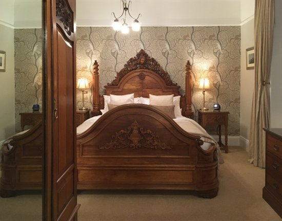 Highcliffe House: Summerhouse with stunning hand-carved super king bed