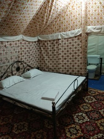 Bali, Indien: Swiss cottage tents bedroom